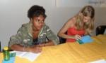 Marina signe des autographe à la table des lauréats
